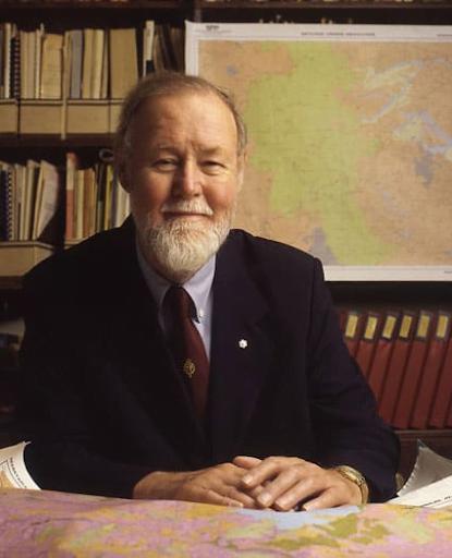 Phiên bản GIS đầu tiên do Roger Tomlinson phát minh