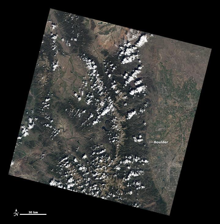 Cảnh Raw Landsat cung cấp chế độ xem phong cảnh, sử dụng dữ liệu từ USGS Earth Explorer