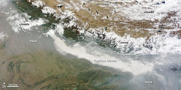 Ảnh chụp bản đồ vệ tinh của dãy núi Hymalaya ngày 1/11/2014 trong đó mây, sương mù, khói mù và tuyết rất khó để phân biệt (Hình ảnh từ MODIS Worldview)