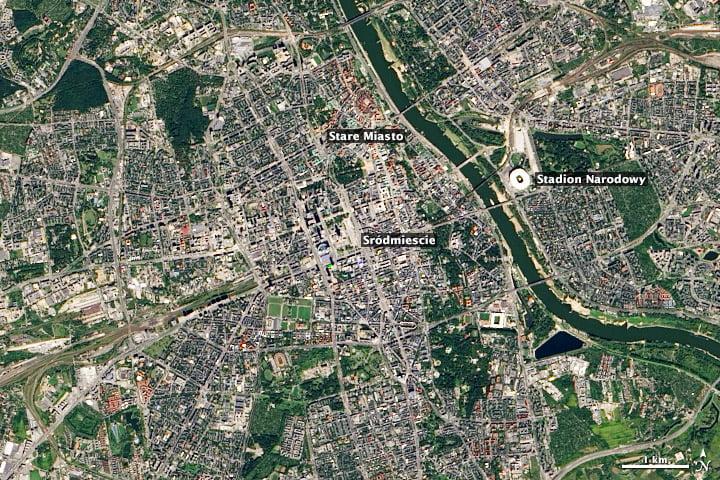 Sự tương phản giữa các khu phố hiện đại và lịch sử của thành phố Warsaw thông qua hình ảnh bản đồ vệ tinh (Hình ảnh NASA cung cấp)